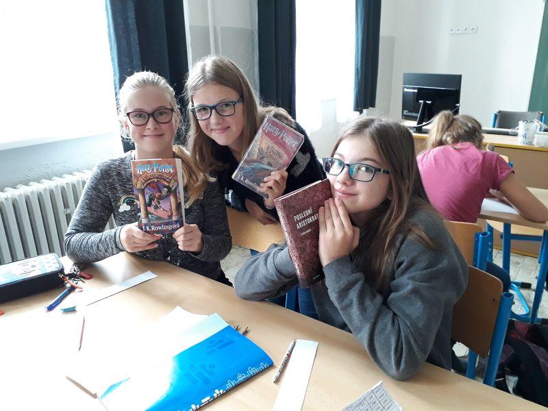 Záložka do knihy spojuje školy